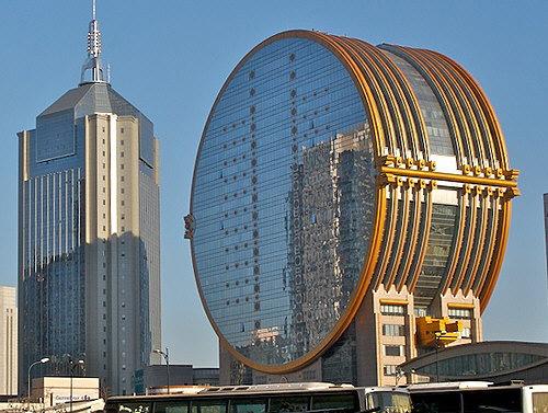 Это здание, расположенное в столице китайской провинции Ляонин, городе Шэньяне.