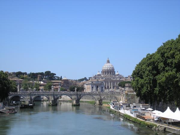 Рим прекрасен, он пышный до кичливости, древний до головокружения