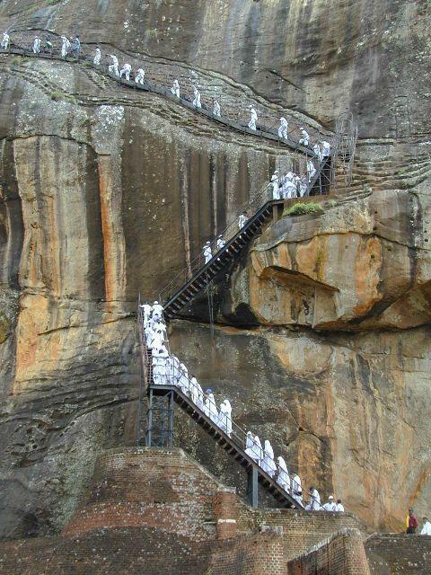 Сигирия замок вырубленный в скале