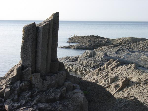 Мыс Столбчатый- уникальное геологическое образование в виде сплошного...